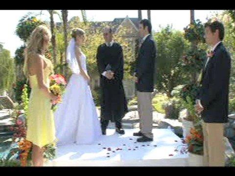 Wenn der Trauzeuge die Braut ins Wasser befördert